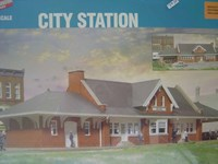 Walthers Cornerstone HO/Scale Kit City Station Building