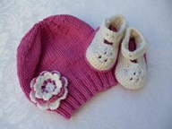 Gift Bootees and Beanie Girls